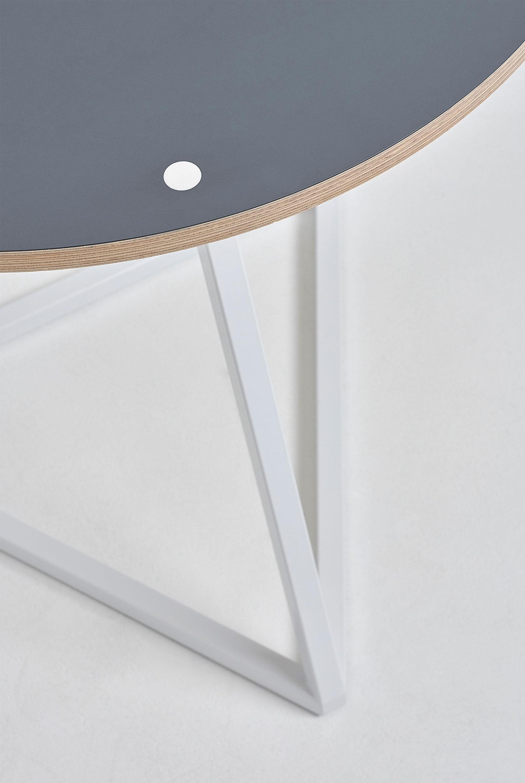 circular-multi-table-close-up